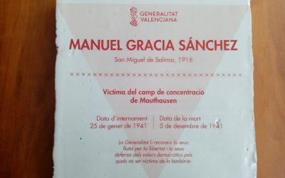 Placa en recuerdo y homenaje a Manuel Gracia Sánchez, sanmiguelero fallecido en diciembre de 1941 en los campos de concentración nazis